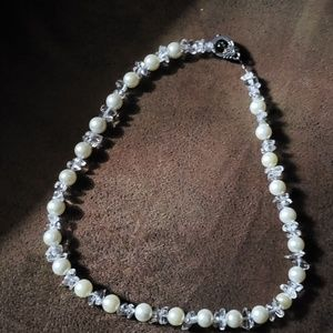 1 HOUR SALE Beautiful pearl and crystal necklace